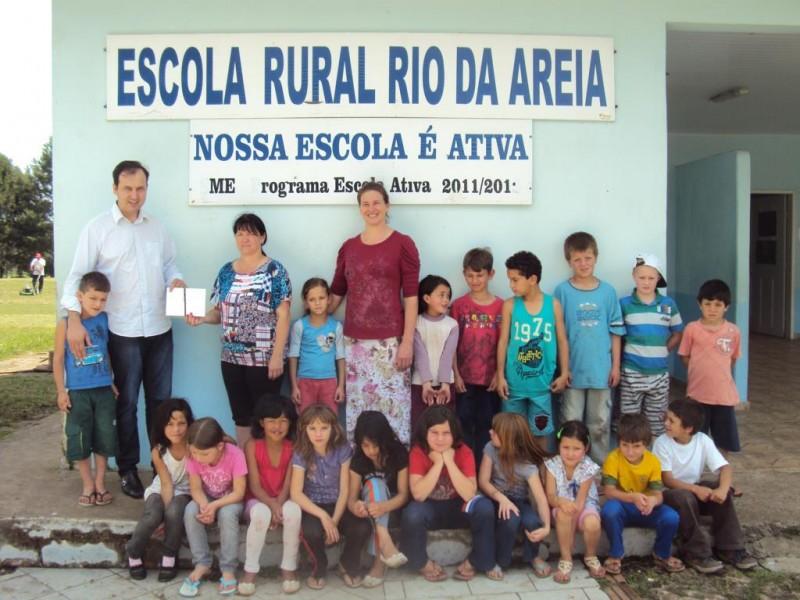 Associação Empresarial faz visita na Escola Rural do Rio da Areia