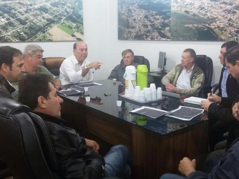 Autoridades locais se reúnem com a empresa RIGESA para tratar do desvio de caminhões de pinus do centro da cidade